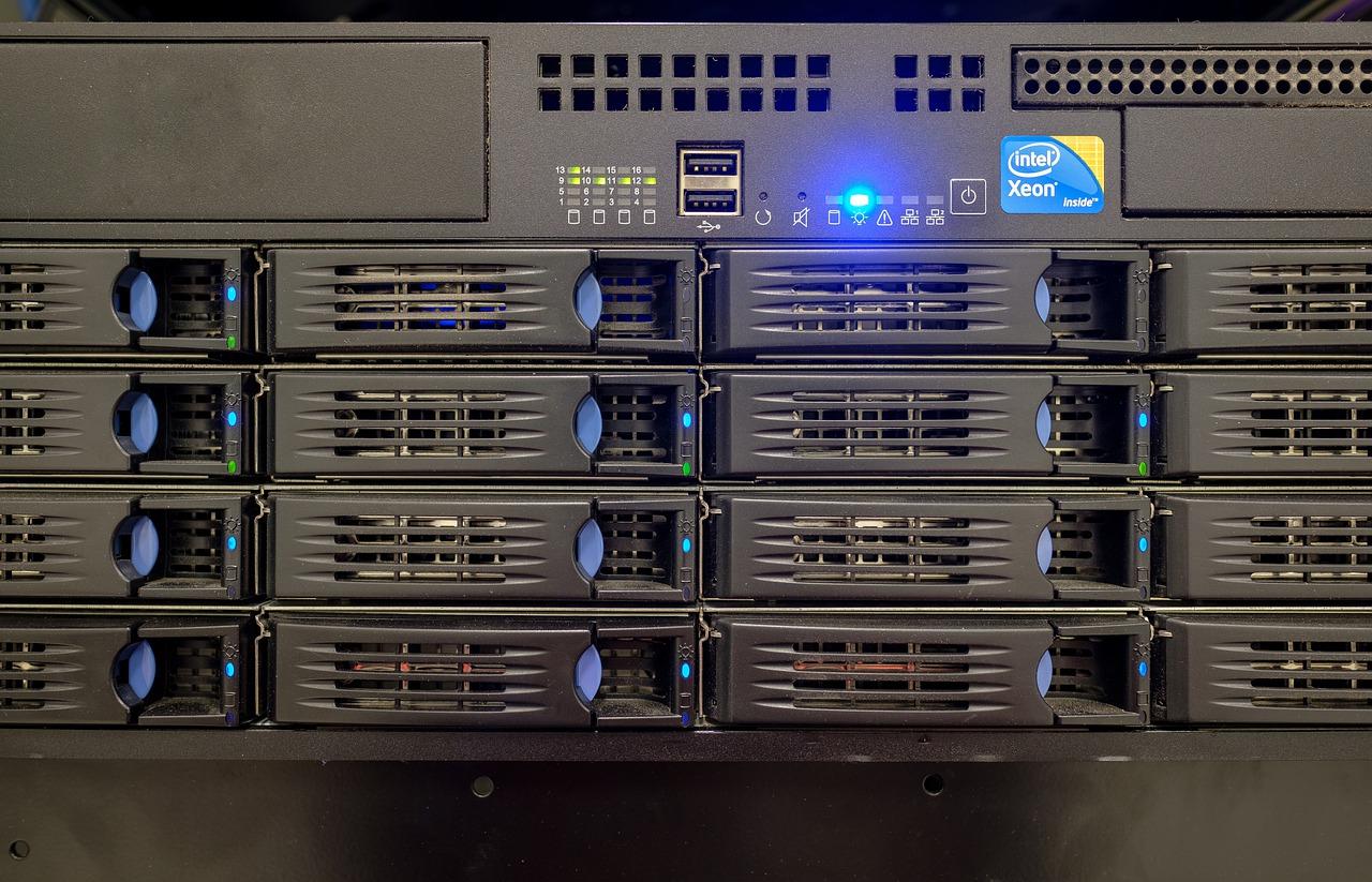 server, drive bay, hard drives-4393370.jpg
